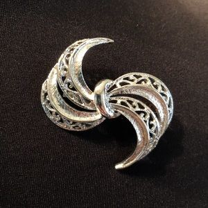 Vintage Pre-owned Silver plated pin